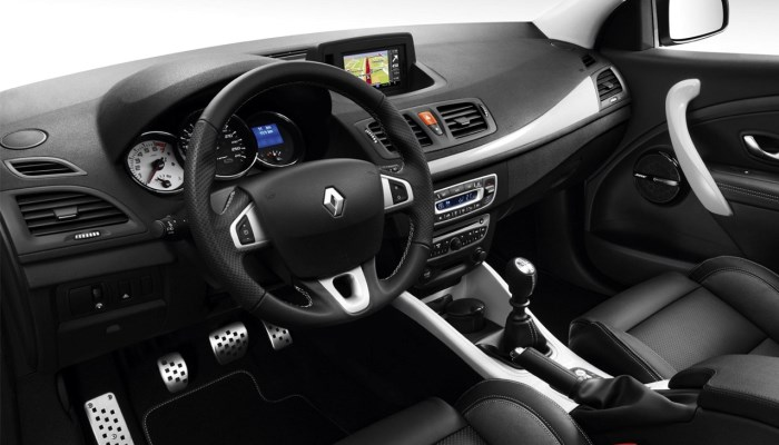 salon-fluence-renault-foto