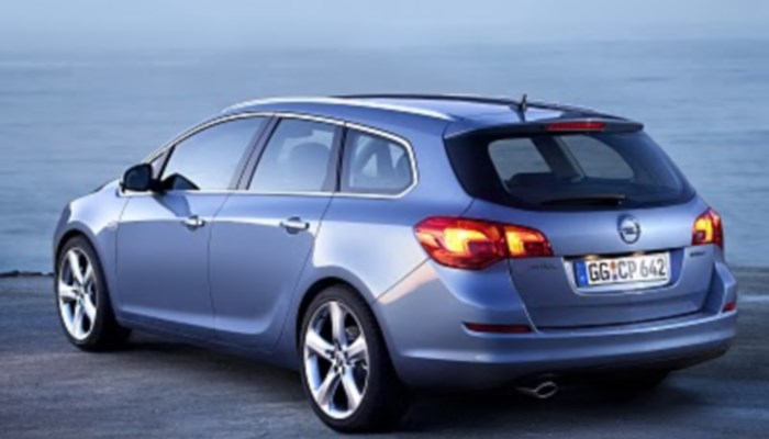 Opel-Astra-Sports-Tourer-foto-2014