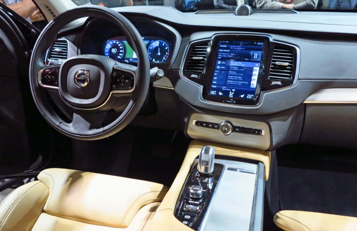 salon-Volvo XC90 2015