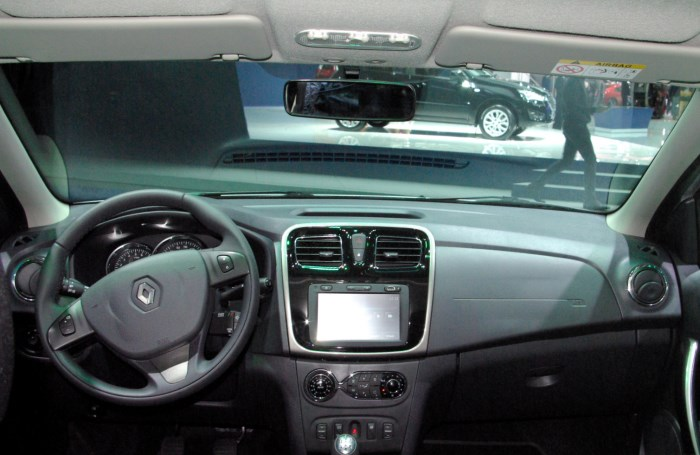 salon-Renault-Logan-2015