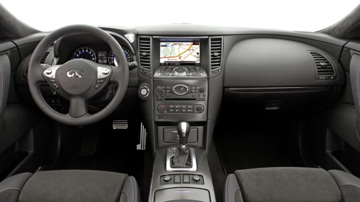 salon-infiniti-qx70-2016