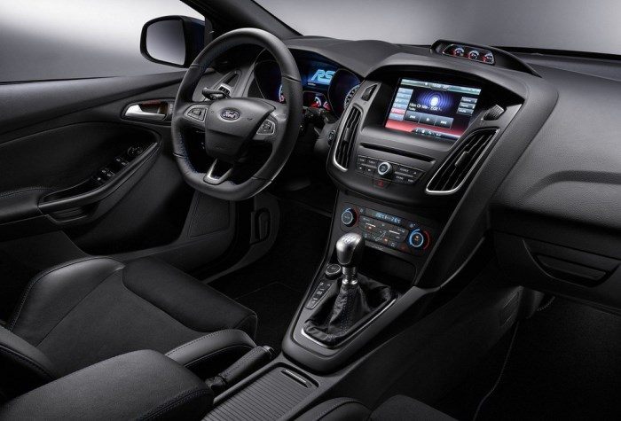 salon-Ford Focus RS-2015