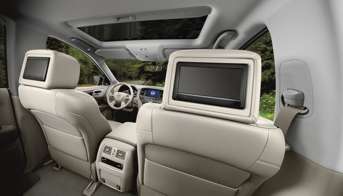 salon-Nissan Pathfinder