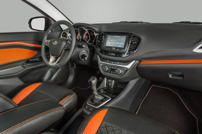 Lada-Vesta-Cross-salon