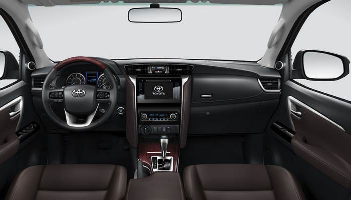 salon-Toyota Fortuner